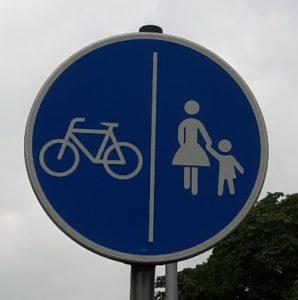 Getrennter Rad-und Gehweg